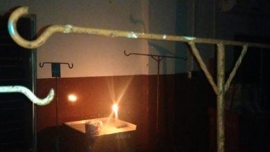 Photo of লোডশেডিং হলেই অন্ধকারে ঢাকা পড়ছে মাধবডিহি ব্লক স্বাস্থ্য কেন্দ্র, ভরসা মোমবাতি