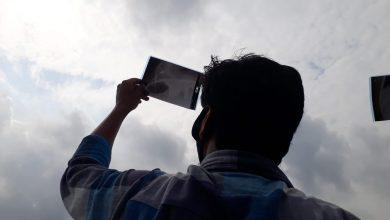 Photo of দুই বাংলার ইছামতীর পাড়ে বলয়গ্রাস দেখতে মানুষের ঢল