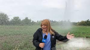 Photo of ছিটকে এল জল! 'Live' স্ক্রিনে চিৎকার Global News রিপোর্টারের