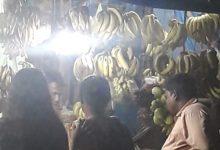 Photo of আকাশছোঁয়া ফলের দাম, তবুও লক্ষ্মীলাভের আশায় বাজারমুখী আমজনতা