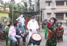 Photo of ক্যানিং পশ্চিম বিধানসভা কেন্দ্রের বিধায়ক শ্যামল মন্ডল নিজেই হলেন ঢাকি