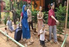 Photo of ঝাড়গ্রামের রঘুনাথপুরে সার্বজনীন দুর্গাপুজো মণ্ডপে ফুটিয়ে তোলা হল পরিযায়ী শ্রমিকদের আত্মকথা