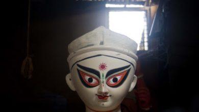 Photo of বাতিলের মাঝেও ঠাকুর গড়ছেন শিল্পীরা