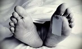 Photo of রবিনসন স্ট্রিটের ছায়া! উদয়নারায়নপুরে স্বামীর মৃতদেহ আগলে রাখল স্ত্রী