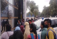 Photo of কাজী নজরুল বিশ্ববিদ্যালয়ে বিভিন্ন কলেজ পড়ুয়াদের বিক্ষোভ, ঘেরাও উপাচার্য