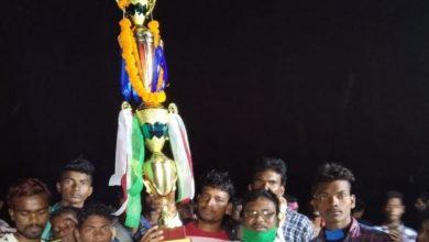 Photo of বাঁকুড়ার ওন্দা ব্লকের নকআউট ফুটবল খেলায় জয়ী রামসাগর খেলোয়াড় জুমিত গাঁওতা টিম